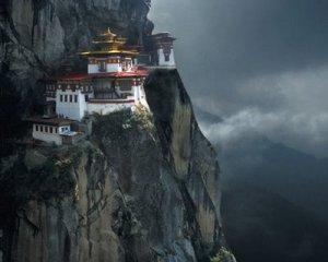 Le monastère de Pora-tat-Sanga